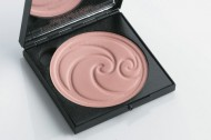 Living Nature Luminous Pressed Powder – Light